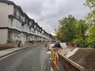 Trabajos de asfaltado en Gernikako Arbola pasealekua