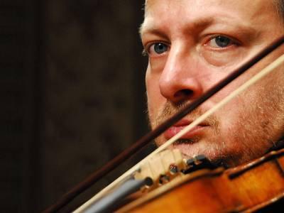 El violinista Fabio Biondi en concierto este domingo
