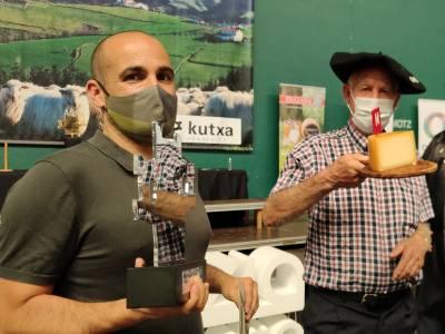 Patxi Lopez de Uralde vence el concurso de quesos